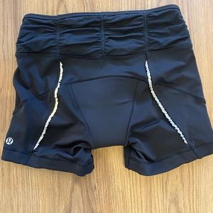 Lululemon bike shorts with padding, black